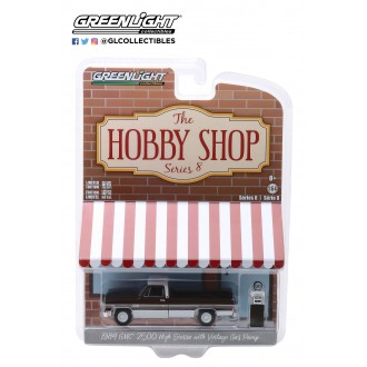 Greenlight 1:64 The Hobby Shop - 1984 GMC 2500 High Sierra
