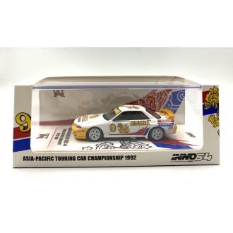 Inno64 1:64 Nissan Skyline GT-R R32 Singha National Panasonic